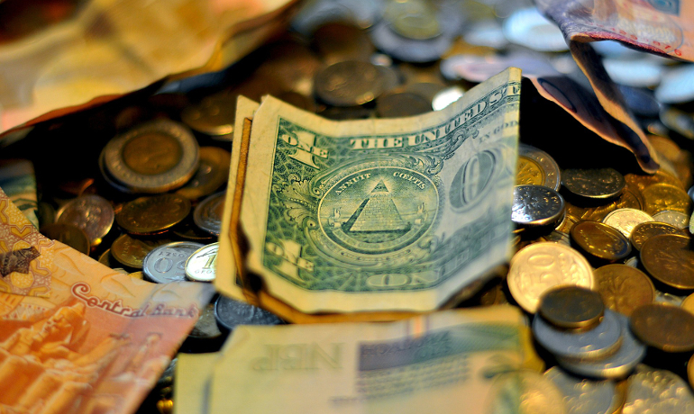 money-making-robot_05_money