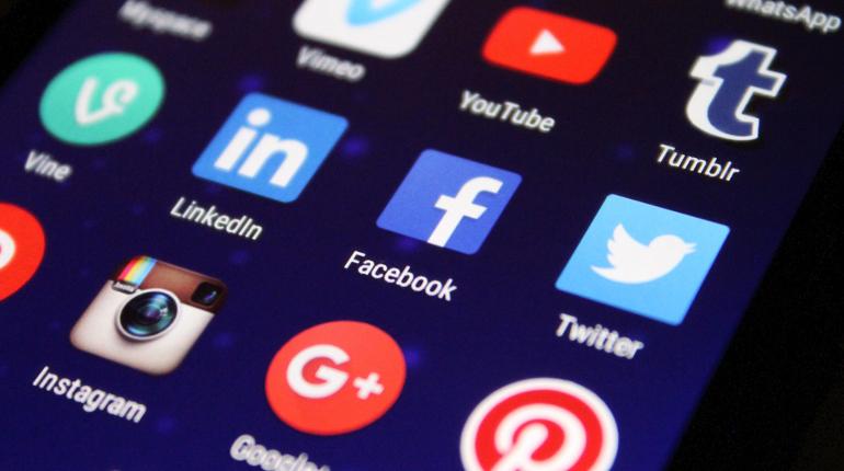 reasons-online-business_03_socia-media