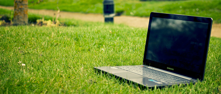 reasons-online-business_05_laptop-forest