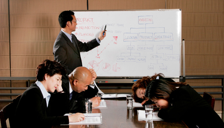 lessons-linkedin-billionaire-founder_02_office